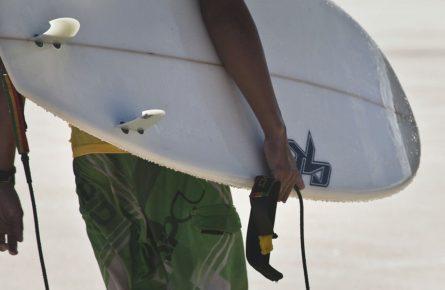 Como é fabricada uma prancha de surf