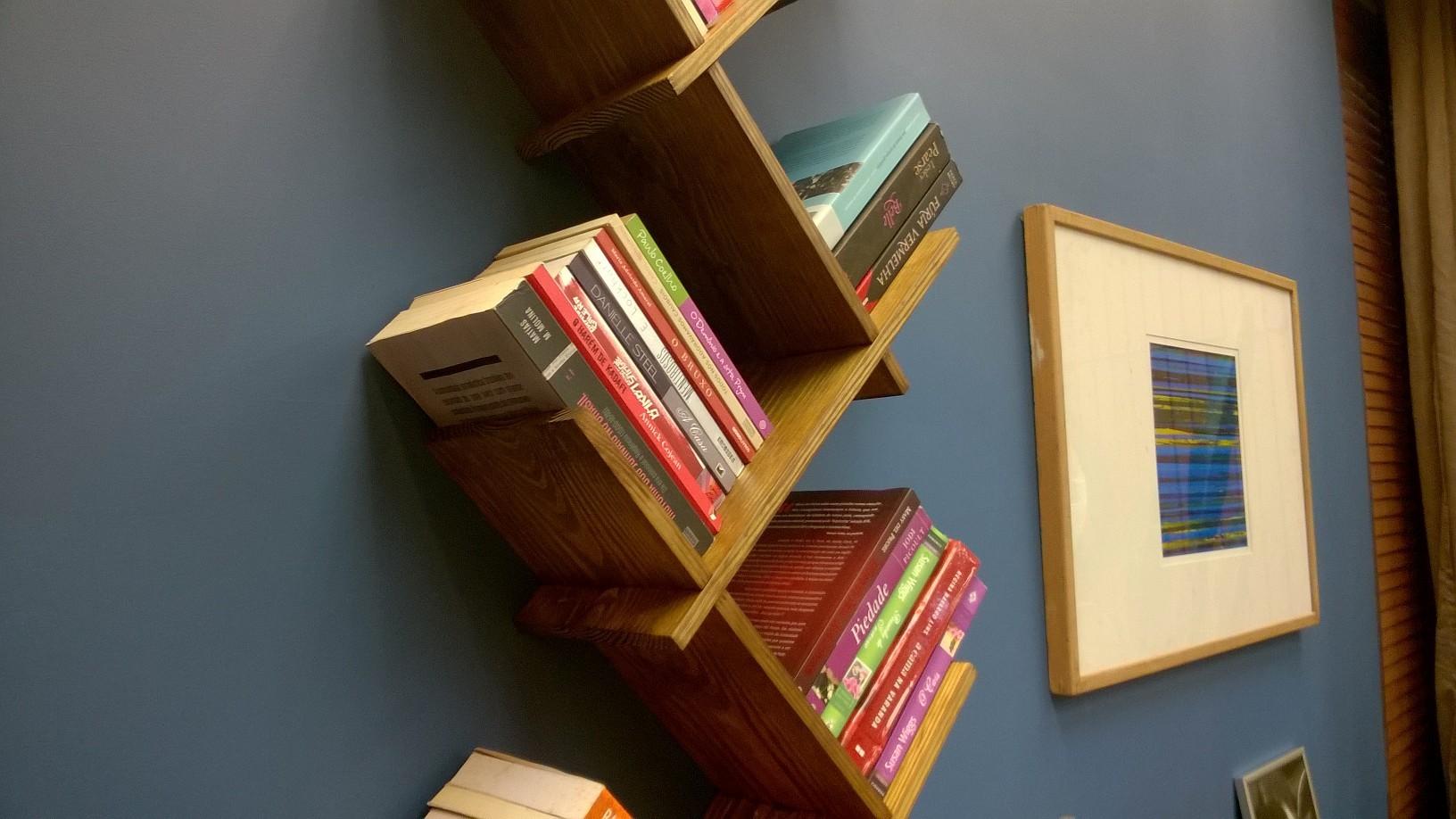 Estante de parede para livros destaque na Globo
